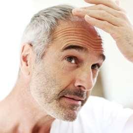PRP kann auch bei Haarausfall als Wunderwaffe wirken